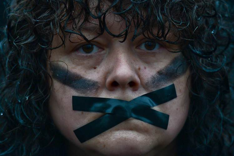 Az abortusz betiltása ellen tiltakozó nő Krakkó főterén 2016 október 3-án Fotó: Artur Widak / Europress/AFP