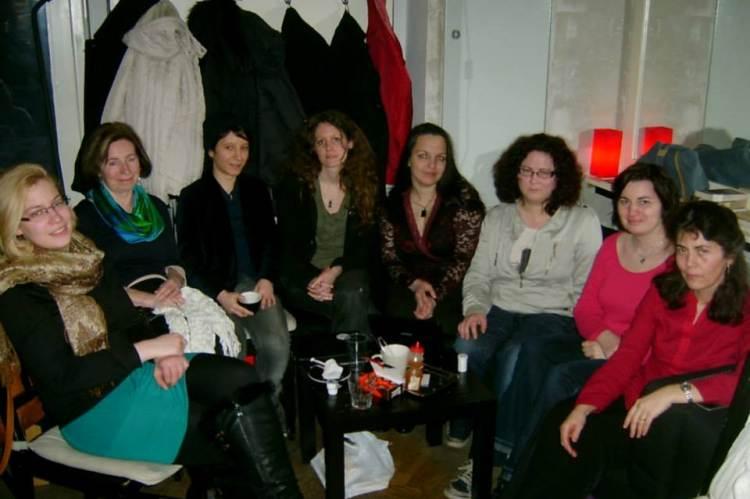 A Nőkért Egyesület néhány tagja, 2014: balról: Békés Dóra, Elekes Irén Borbála, Balta Flóris, Barna Emília, Tajta Bernadett, Mihala Boglárka, Szekeres Valéria