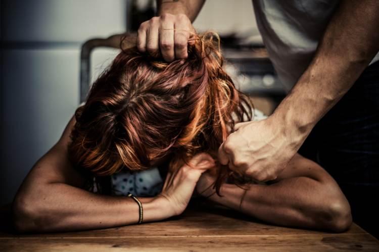 Párkapcsolaton belüli bántalmazás