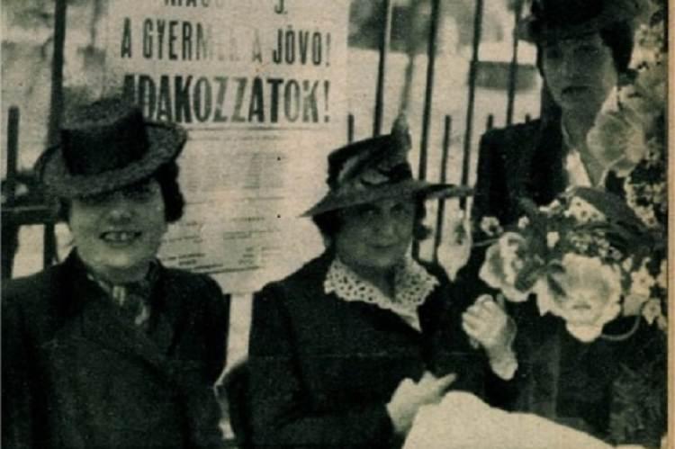 Fertsek Elza (a jobb szélen) Náray Antalné és Dohnányi Ernőné társaságában 1942-ben