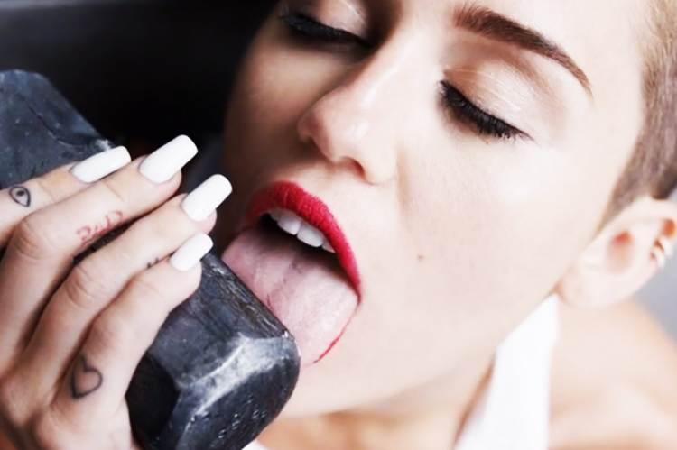 A kalapácsnyalogatástól a generációs konfliktusig: a Miley Cyrus-vita margójára