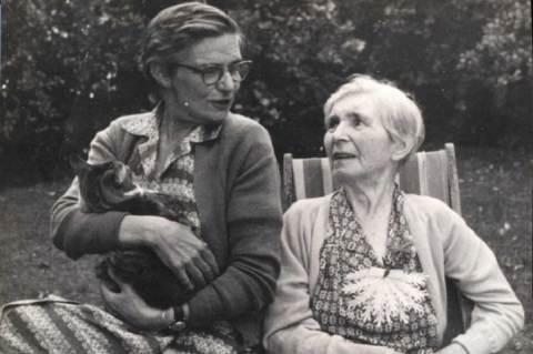 Aileen Palmer anyjával, Nattie Palmerrel és Pushkin nevű macskájával