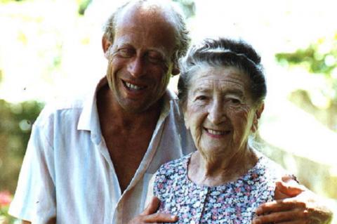 Tanítványával, David Helfgottal