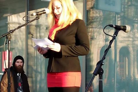 Békés Dóra, a Nőkért Egyesület és az Újrakezdés Csoport tagja