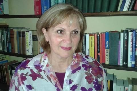 Bollobás Enikő irodalomtörténész, az MTA doktora,a Szegedi Feminista Csoport egykori elnöke