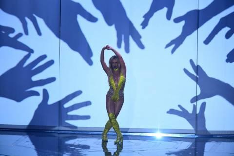 Britney Spears citromsárgában a New York-i Madison Square Gardenben. Vajon a popipar mennyire befolyásolja a női és a férfiszerepek kialakulását? Fotó: JEWEL SAMAD / Europress/AFP