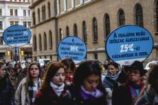 Tüntetés a nők elleni erőszakkal szemben (Fotó: NANE)