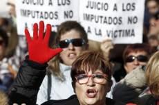 Tüntetők Spanyolországban. Fotó: BBC/EPA
