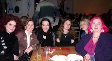 A Nőkért Egyesület néhány régi és új tagja a Közösségi Est után: Nádasi Eszter, Elekes Irén Borbála, Antoni Rita, Barna Emília, Békés Dóra, Szatmári Réka